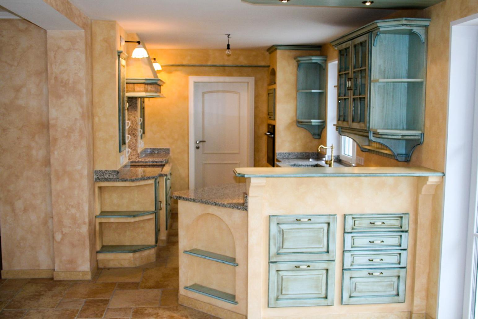 Mediterrane Gemauerte Küche Mit Hellblauen Fronten